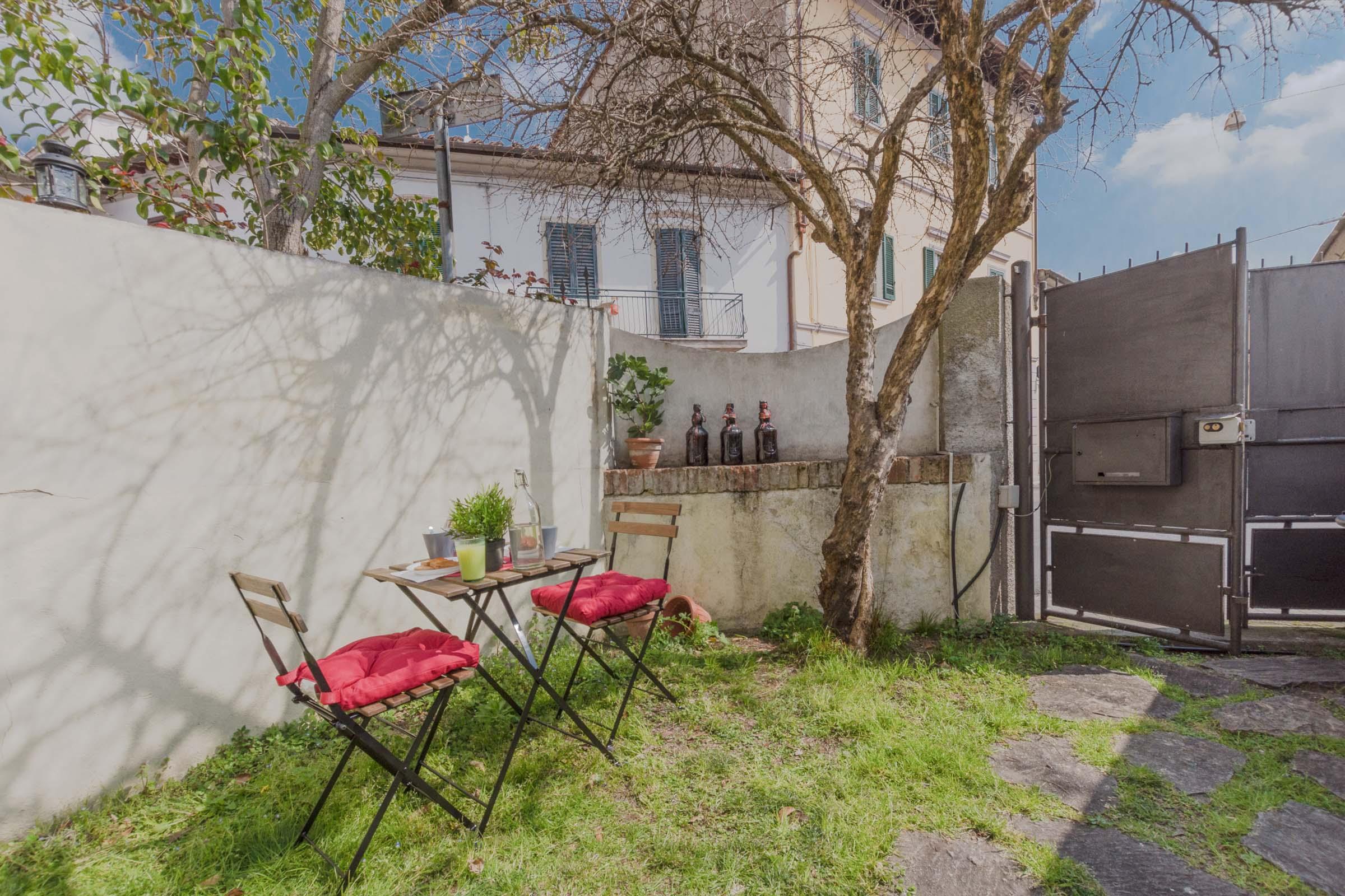 Pop home with garden – Appartamento per brevi periodi in centro a Pisa