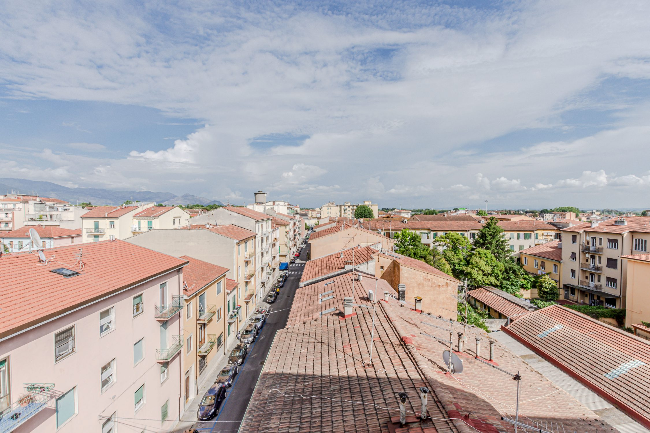 Attico in vendita con ampio terrazzo abitabile – Stazione Leopolda, Pisa