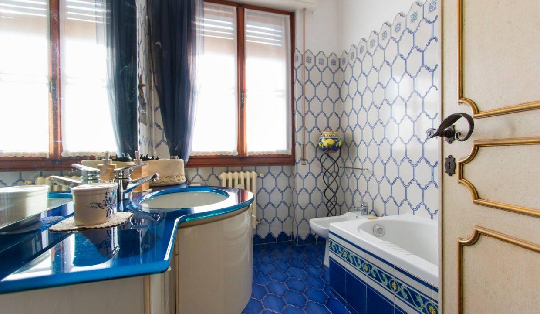 Bagno blu 1