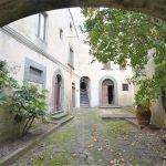 palazzo storico borgo da ristrutturare in vendita a Buti Pisa due esse immobiliare