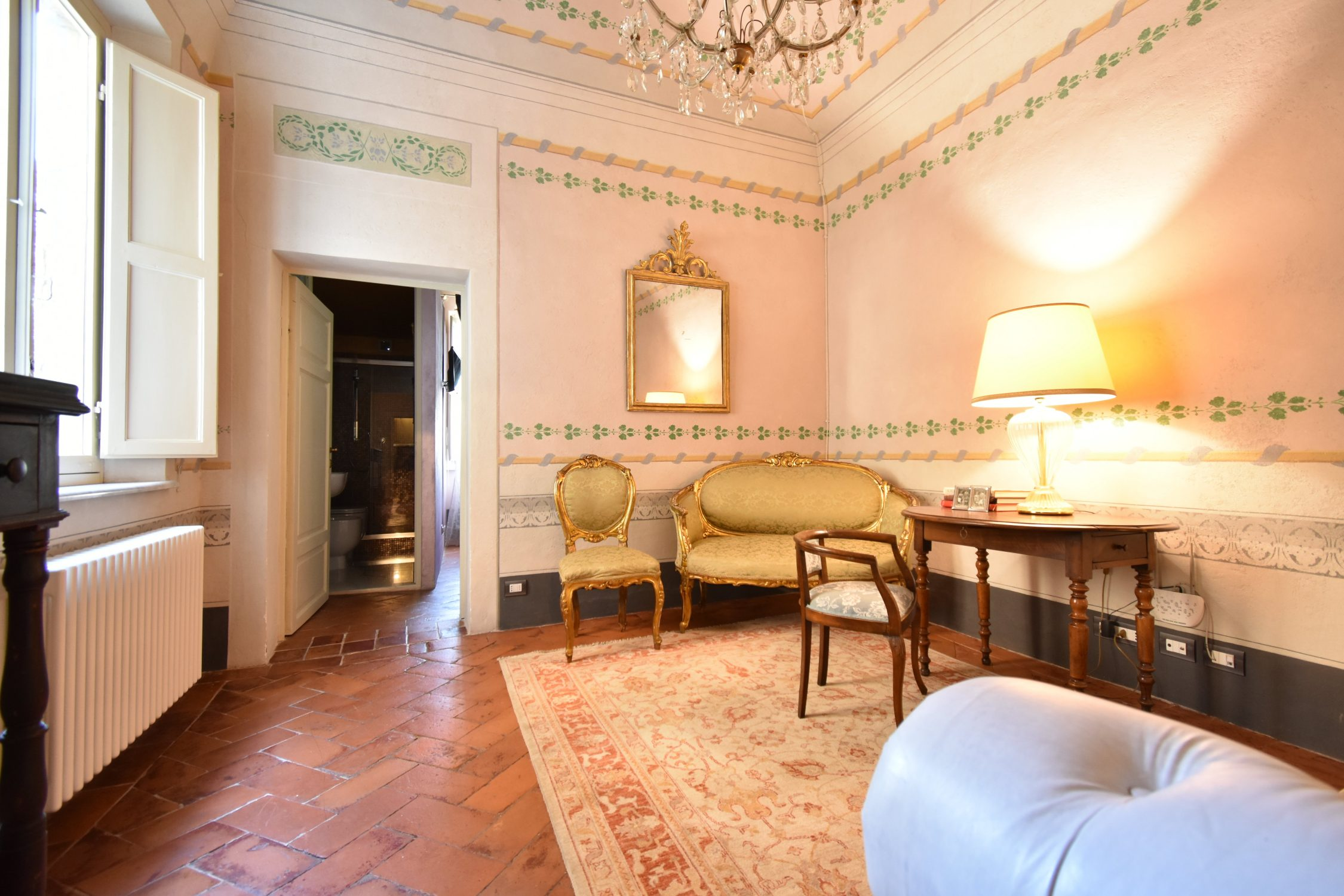 Appartamento d'epoca in vendita centro storico con giardino