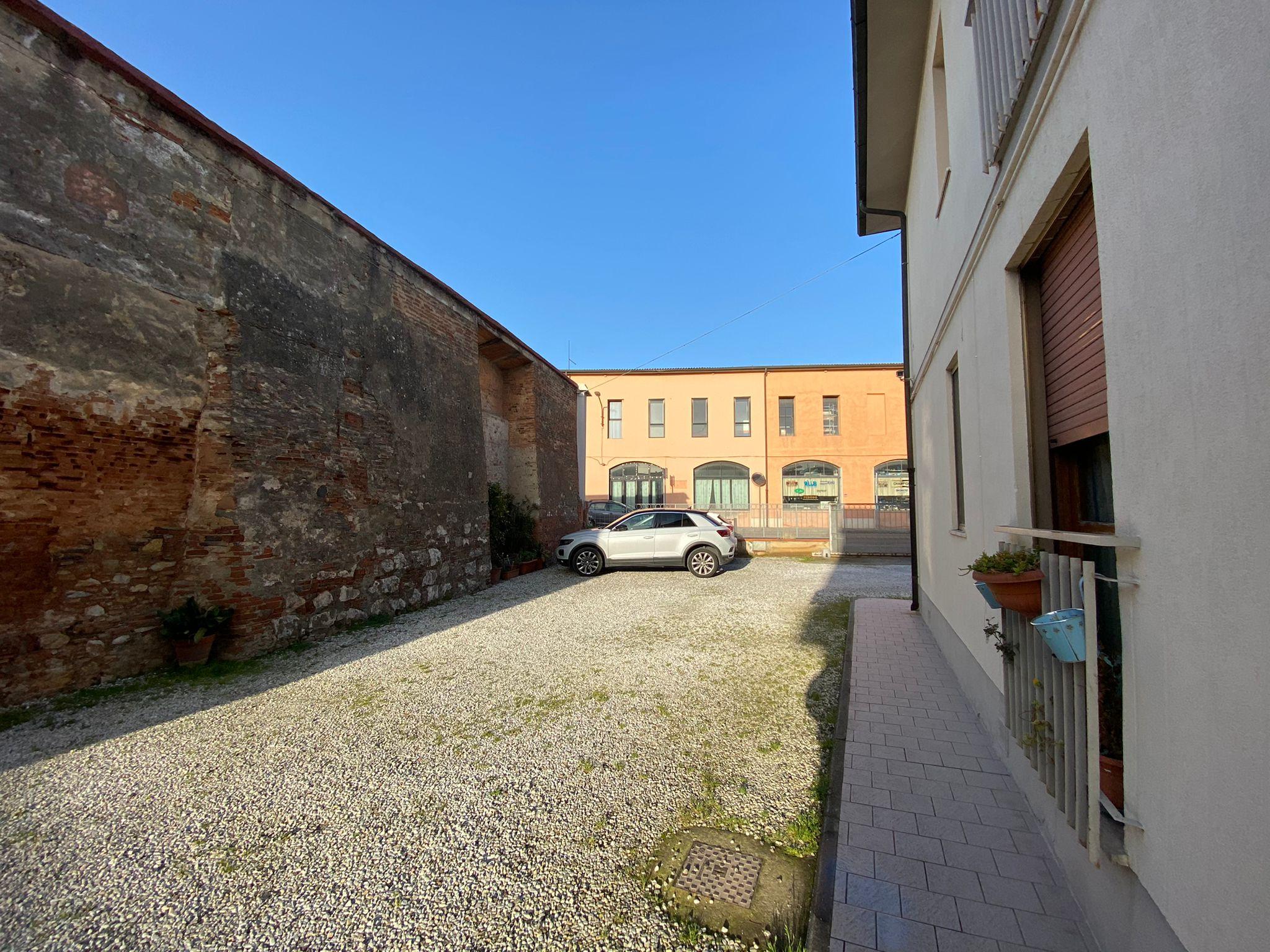 """Appartamento """"Le Mura"""" con balconi e posti auto"""