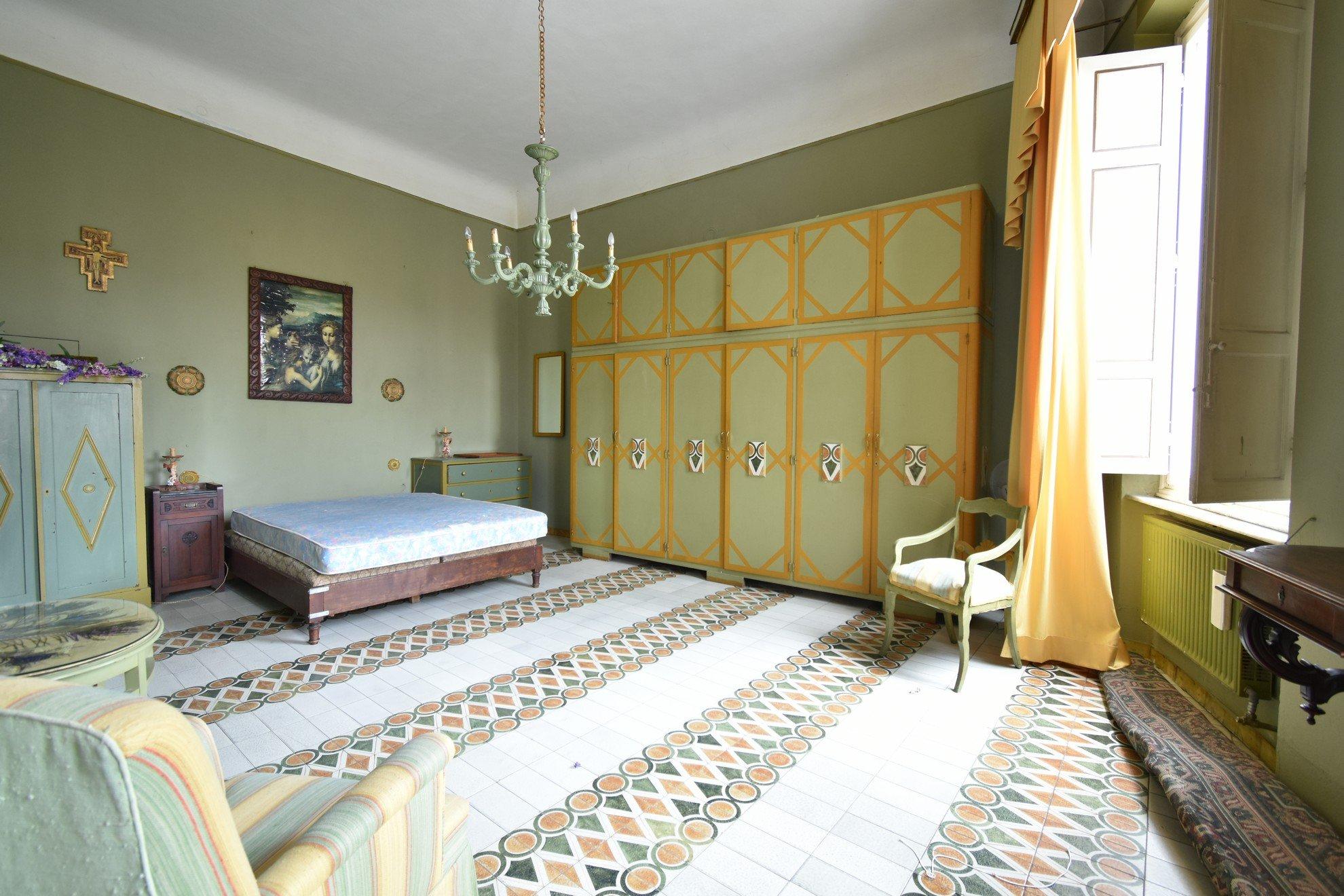 """Lungarno – Appartamento in vendita con fascino unico – """"Un salto nel tempo"""""""
