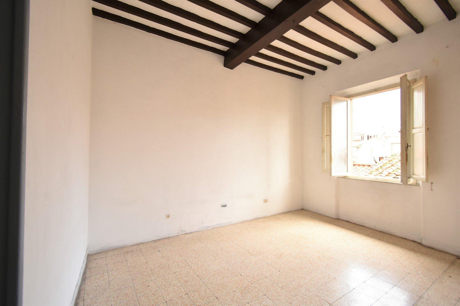 Appartamento luminoso da ristrutturare con balcone – San Martino, centro storico, Pisa