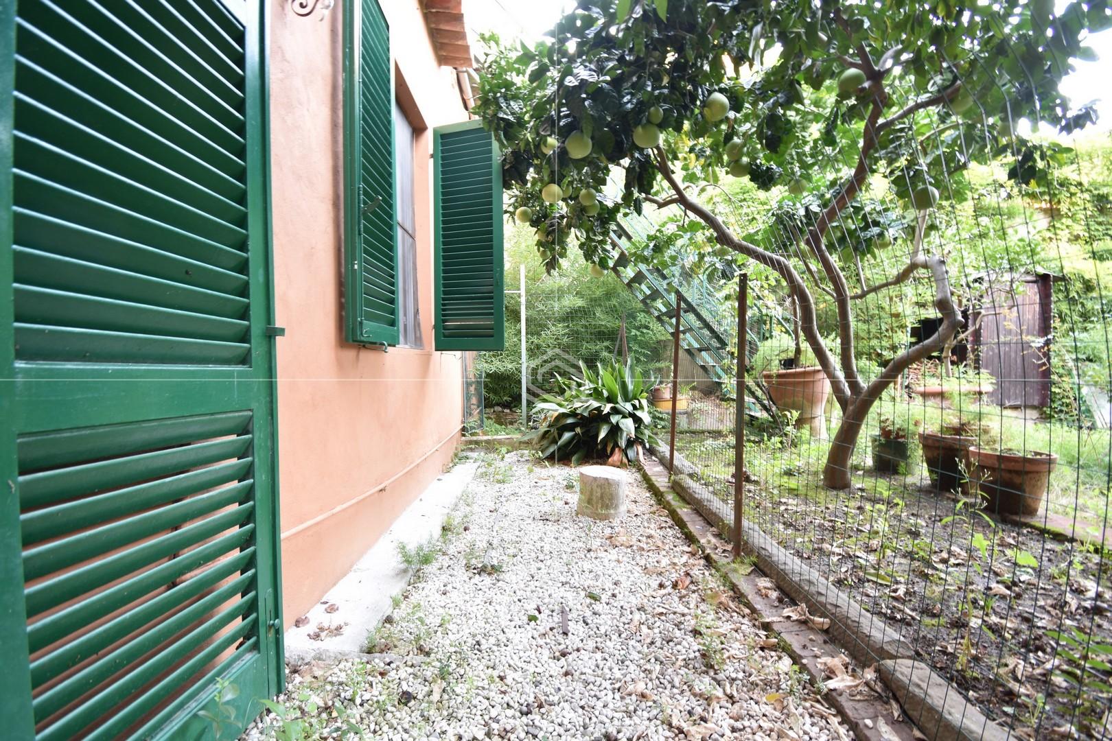 Appartamento bilocale con giardino in vendita sul Lungarno | Pisa