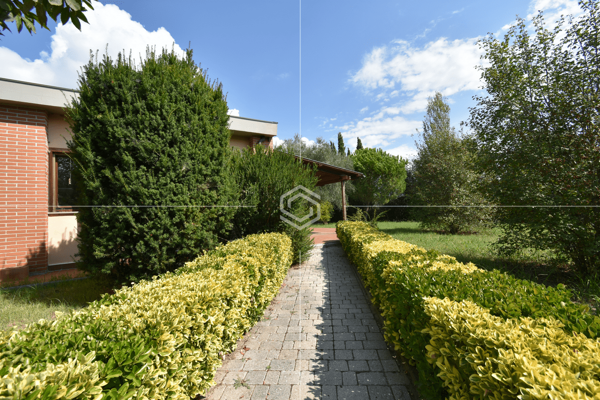 Villa in vendita con ampio giardino – La Vettola